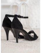 Lakované sandále s motýlom