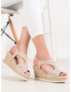 Ploché sandále s perličkami