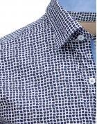 Košeľa pánska eleegantná so vzorom bielo-tmavomodrá