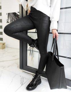 Prúžkované sandále na kline tmavomodro-biele