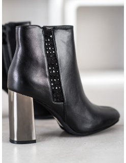 Rockové biele sandále