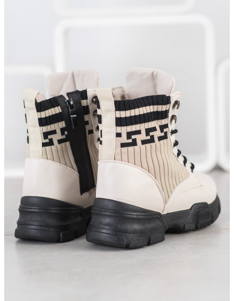 be461cbfdf Čierne sandále s gumičkou a vzorom od NaSeba.sk
