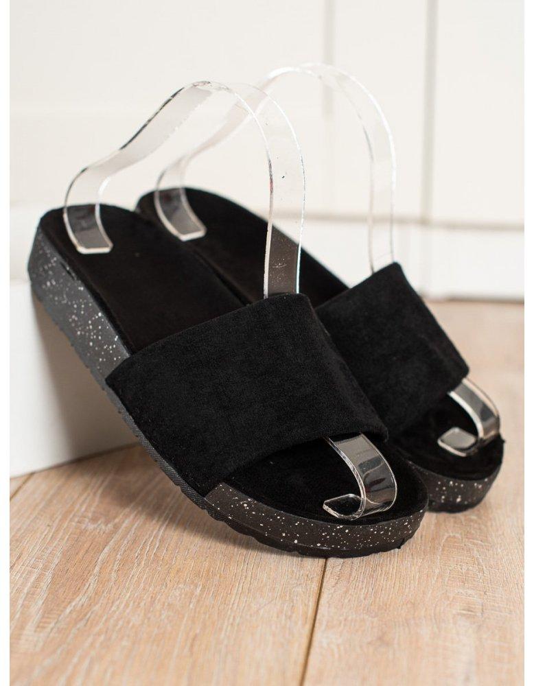 78ece39eab3ff Ležérne čierne topánky na hrubej podrážke od NaSeba.sk